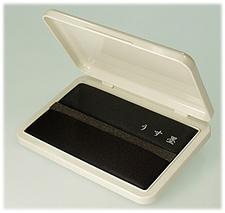 慶弔時に使える墨と薄墨がひとつになった便利なスタンプ台です。